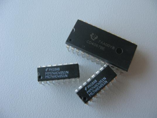 Multiplexers: 74HC4051N & CD4067BE